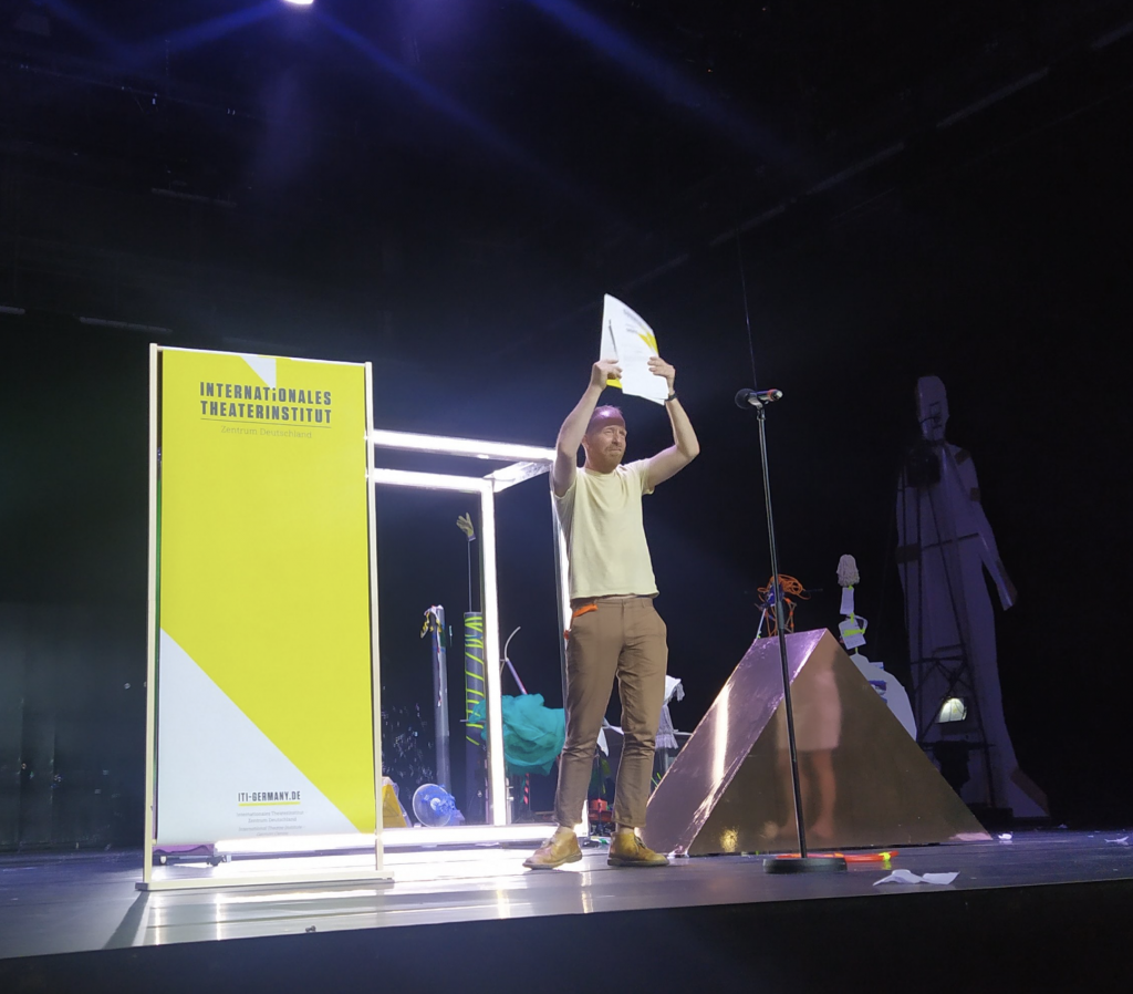 Theater Artemis - Jetse Batelaan ontvangt ITI-prijs en Die Geschichte von der Geschichte ging in première!